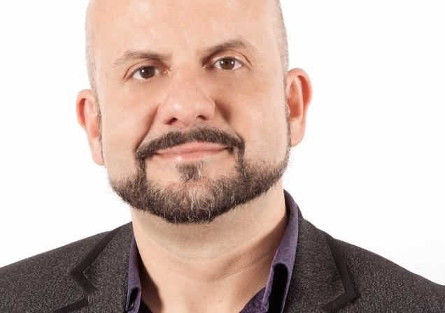 headshot of Roberto Hortal